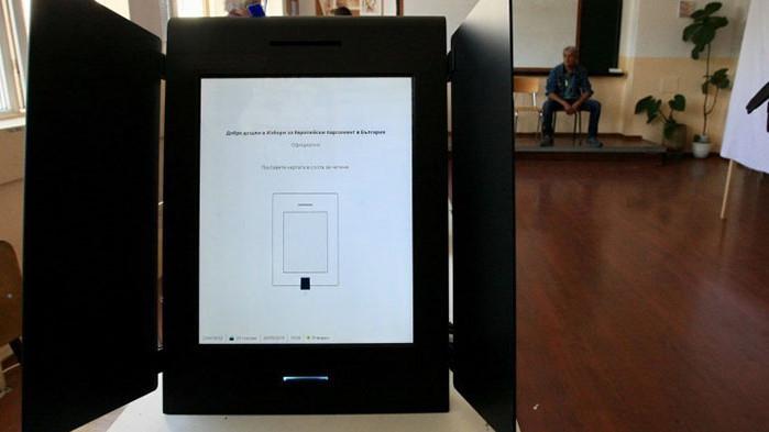Машина позволи на избирател да гласува два пъти с една и съща карта