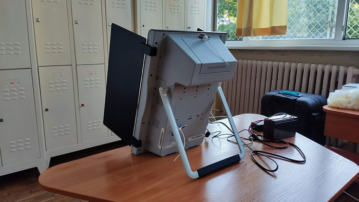 РИК Варна: Двама души снимаха вота си, единият е уличен