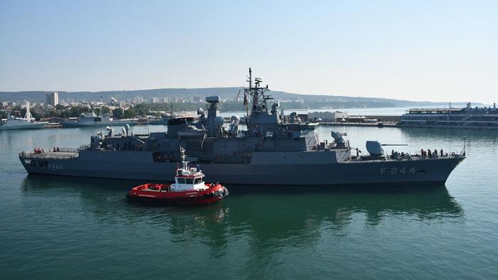 """Корабите участващи в учението """"Бриз 2021"""" излязоха на море"""
