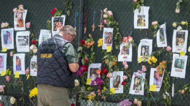 97 починали след рухването на сградата във Флорида