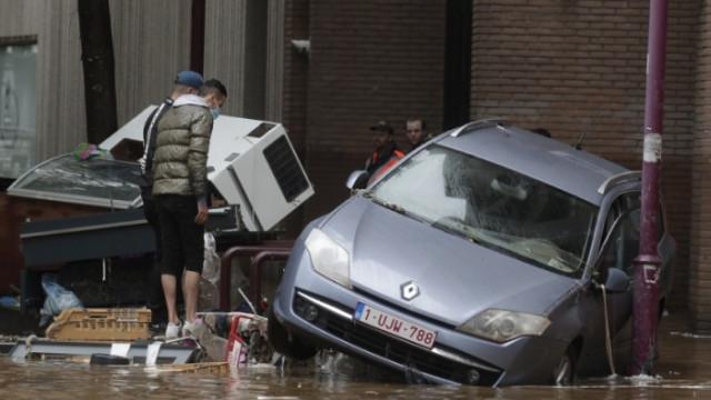 Двама загинали и десетки разрушени къщи след пороите в Белгия