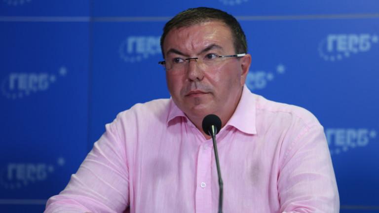 Бившият здравен министър Костадин Ангелов попита служебното правителство и министър