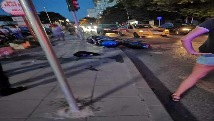 Загина 27-годишен моторист след като бе блъснат от водач на таксиметров атомобил