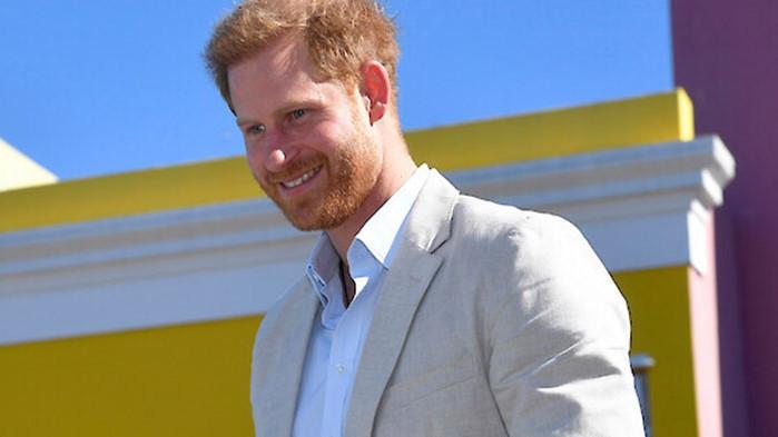 Принц Хари с мемоари за живота в кралското семейство