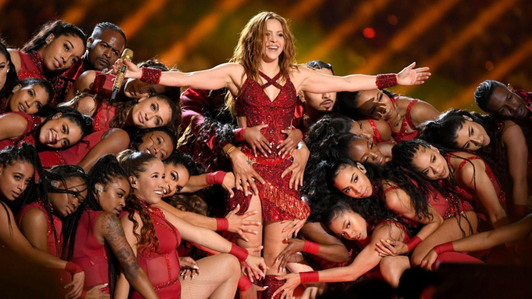Защо Шакира смени фона на профила си в Twitter?