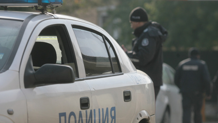Издирват шофьор, блъснал и убил възрастен мъж в Хасковско