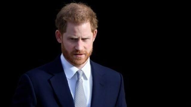 Кралското семейство няма да подкрепи принц Хари за мемоарите му