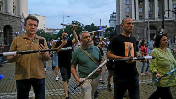 Позорно е да изберете Хаджигенов за председател на комисията по разследване на протестите
