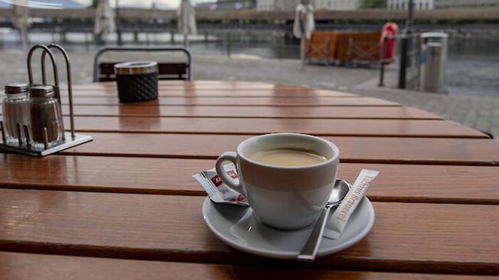 Кафето, зеленчуците и кърмата намаляват риска от COVID-19, колбасите го увеличават