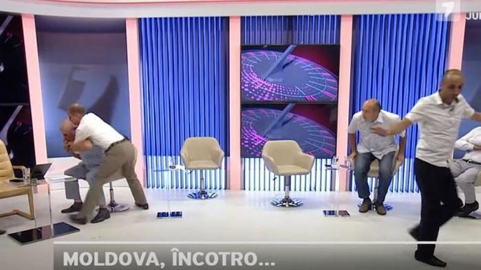 Размяна на юмруци в ефир между молдовски политици шокира зрителите (ВИДЕО)