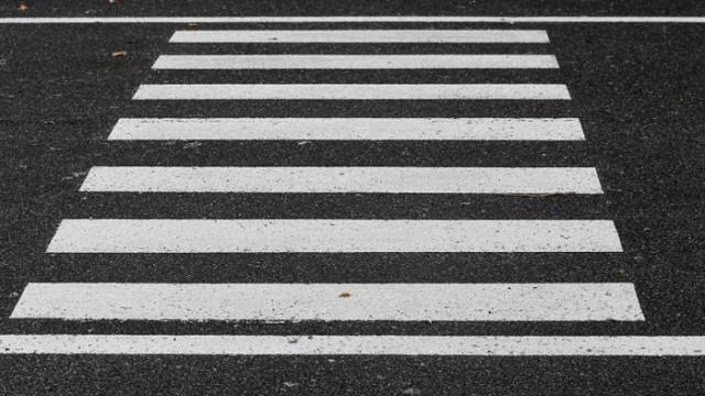 Две 11-годишни момиченца бяха блъснати на пешеходна пътека в Бургас