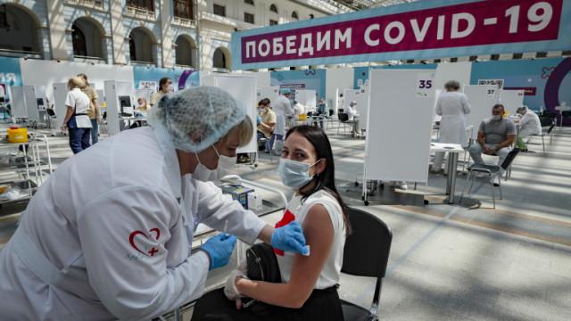 Масово неваксинирана Русия пореден ден с близо 800 починали от COVID-19