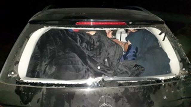 Българи доставяли луксозни коли за каланджии, прекарвали мигранти в Гърция