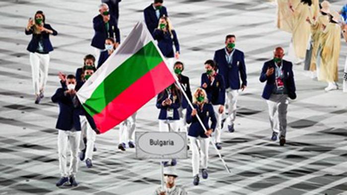 Виж дефилето на българските спортисти. Защо трибагреникът се появи на стадиона по-късно?