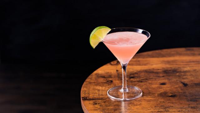 Коктейл Cosmopolitan - рецептата и предисторията на напитката