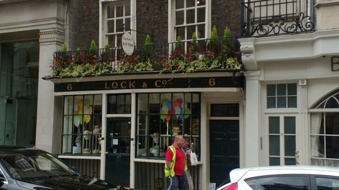 Най-старият магазин за шапки в света, от който са пазарували Оскар Уайлд, Чърчил и принц Филип