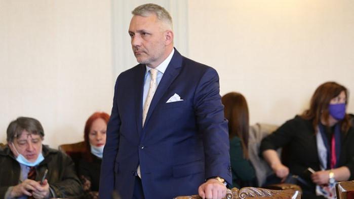 Хаджигенов се гушка с Бабикян