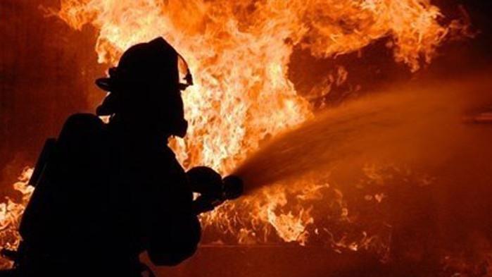 Силен пожар бушува на 100 километра от Барселона