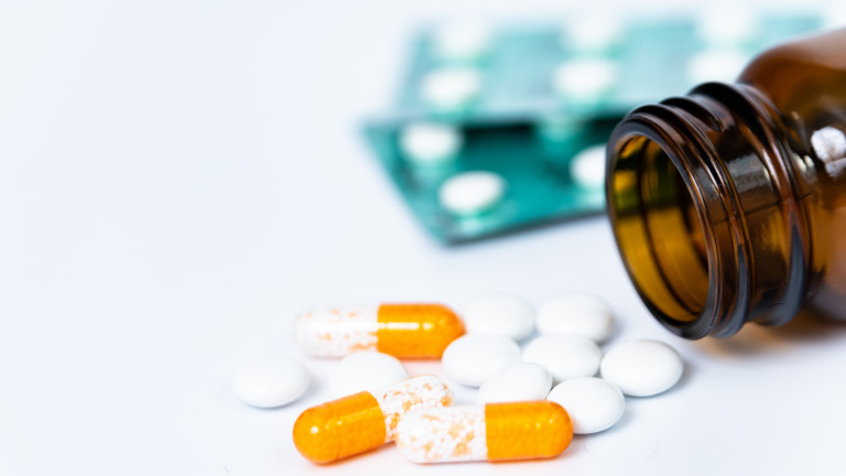 Японската компания Shionogi & Co започва клинични тествания с хапчета