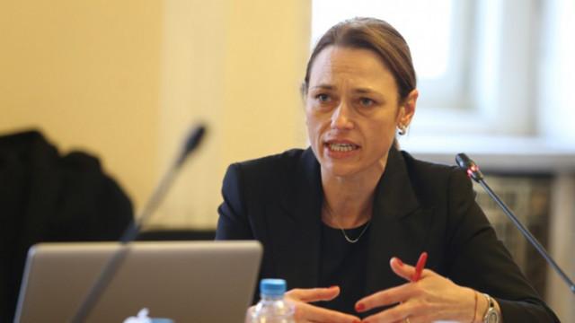 Веселин Жечев: Хората се спасяват от вируса, ние се изчегъртваме