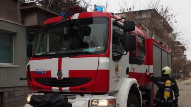 """Овладян е пожарът в жилищна сграда до пл. """"Руски паметник"""" в София"""