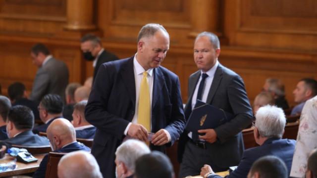 """Който натисне """"ЗА"""" кабинет на ИТН, ще носи отговорност за решенията им – като с Пеевски шеф на ДАНС"""