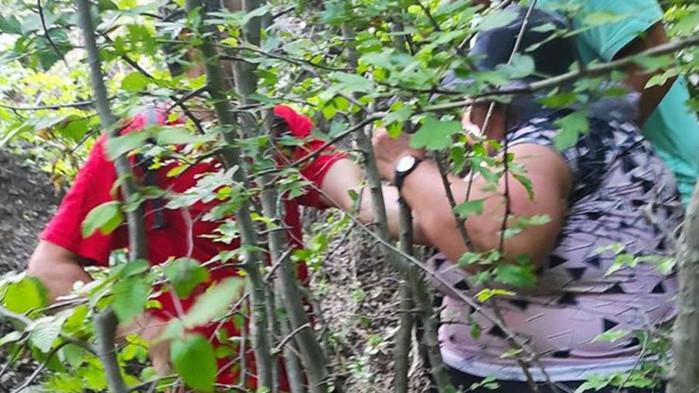 Спасиха контузена и изгубена в планината 65-годишна туристка (Снимки от акцията)