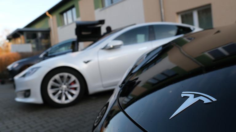 Тримесечната печалба на Tesla за първи път надмина $1 милиард
