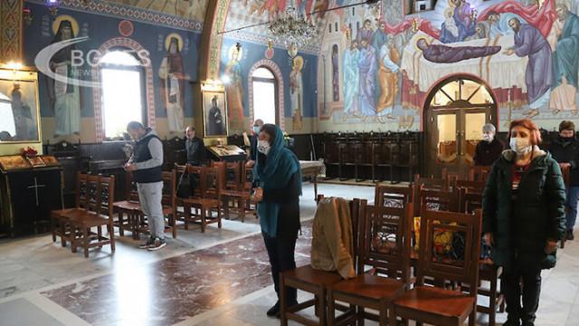 Православната църква почита Св. Пантелеймон и Св. Седмочисленици