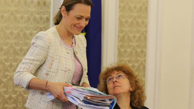 ДПС най-склонни да подкрепят идеята на ИТН за по-малко работа в парламента