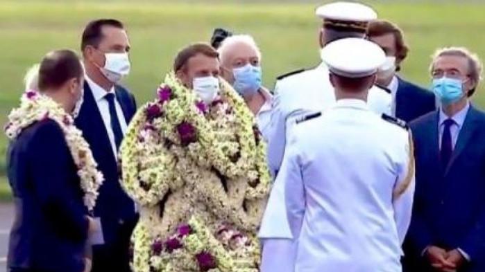 Затрупаха Макрон с цветя при визитата му във Френска Полинезия