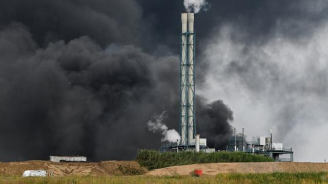 Ранени и изчезнали след мощна експлозия в химически завод в Леверкузен