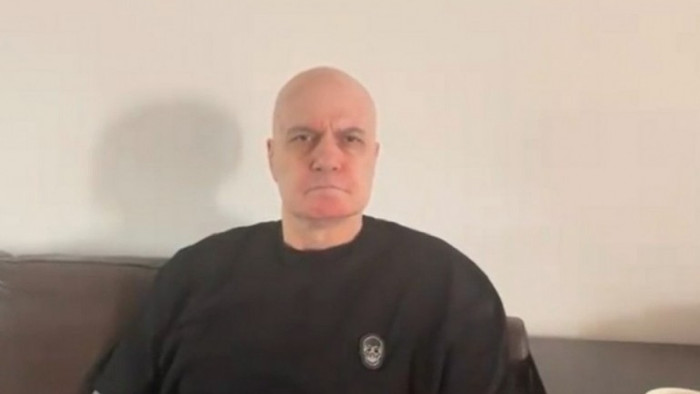 """Фейсбукът на Трифонов със съобщение към """"някои боклуци"""", подписва се като """"Слави Трифонов - рептил"""""""