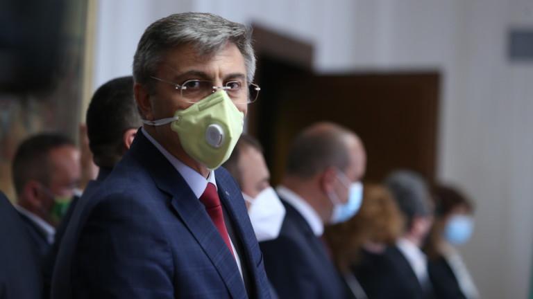 Разговарящите за кабинет сблъскаха декларации, ИТН мълчи