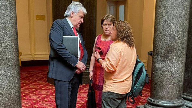 Рашков на сладка раздумка с Полина Паунова и бивша съдружничка на Божков в парламента (СНИМКИ)
