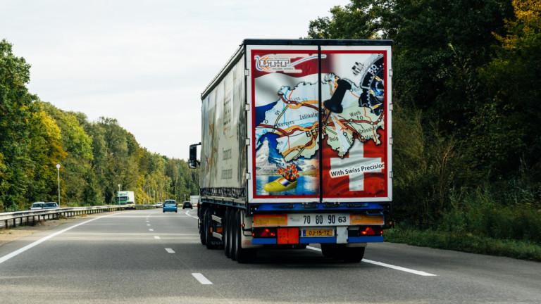 Великобритания с планове да забрани продажбите на бензинови и дизелови камиони и автомобили