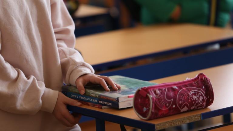 С над 36 млн. лв. купуват лаптопи, но и книги за училищата