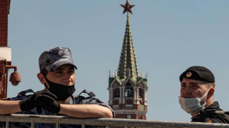 Руската полиция задържа главен редактор на разследваща медия