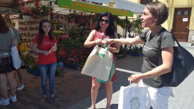 Литература срещу найлон. Кой и защо подарява книги във Варна (ВИДЕО)
