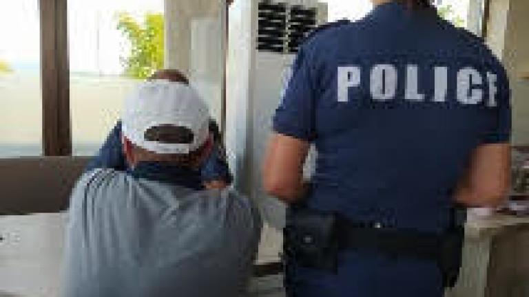 Хванаха в крачка измамник, метнал баба с над 2 бона