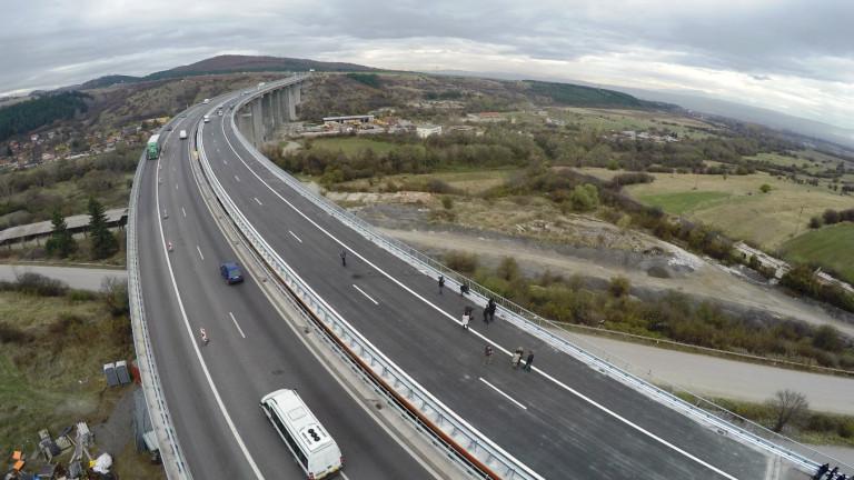 Ограничават движението на автомобили над 12 т АМ