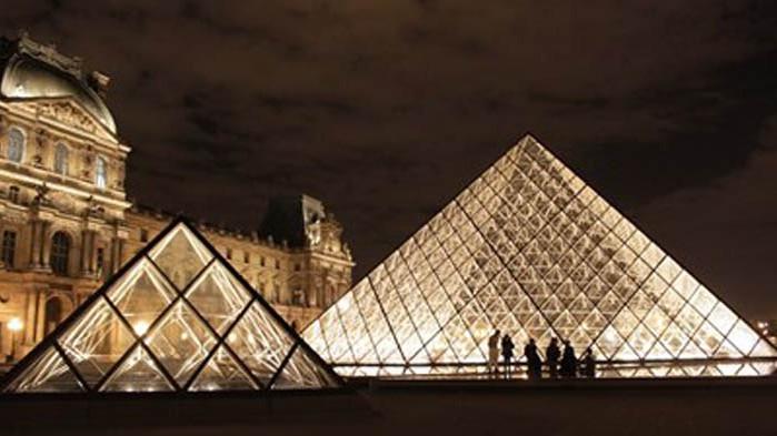 Лувърът отваря врати за посетители