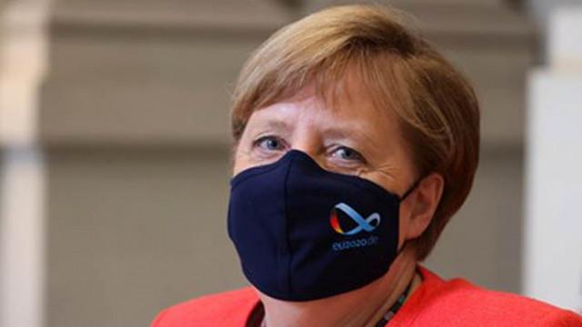 Меркел благодари на възрастните за издръжливостта им в пандемията