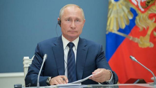 Путин се подиграва с американското посолство заради флага на дъгата