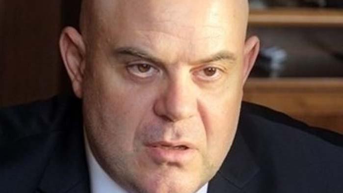 Гешев за обвинен в хулиганство прокурор: Времето на двойните стандарти свърши