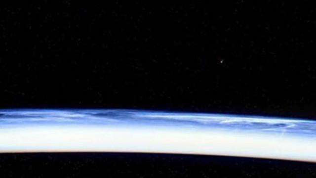 Руският космонавт Иван Вагнер засне от МКС ярка комета (СНИМКА)
