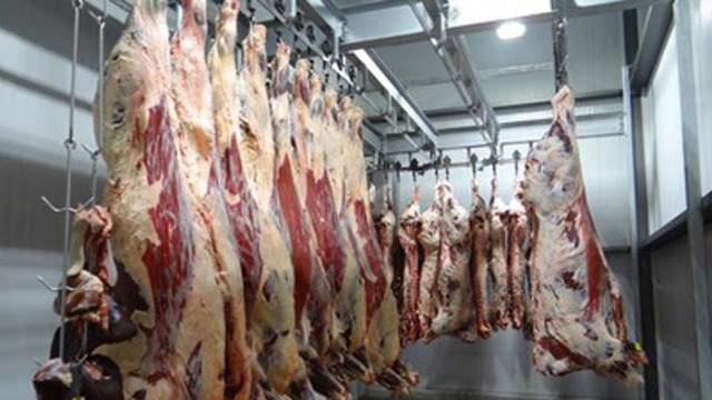 Огнища на коронавирус в месопреработвателни предприятия в Австрия