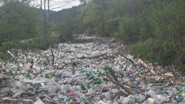 Прокуратурата се задейства заради тоновете боклуци в река Места