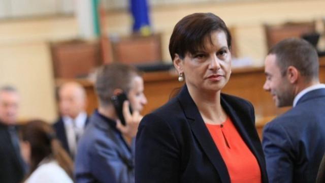 Дариткова към БСП: Нямаме опасения от поредното вето на вашия президент, нито от вот на недоверие