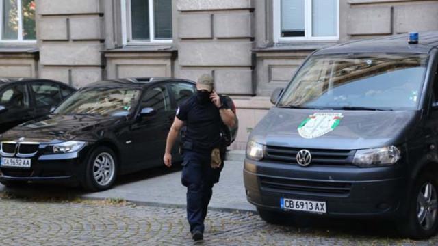 Гешев: Извършват се претърсвания и изземания по две разследвания в президентството